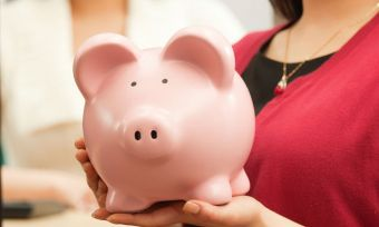 Some-questions-every-teen-should-ask-when-choosing-a-bank
